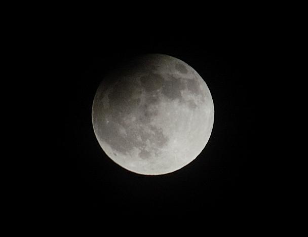 Osittainen kuunpimennys Espoosta käsin kuvattuna. Kuva: Harri Haukka.